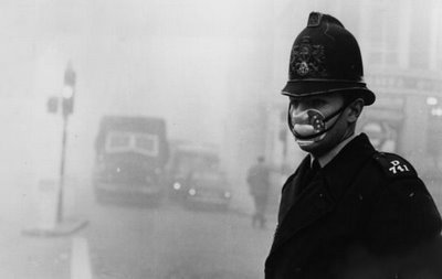 smog-policeman-with-mask